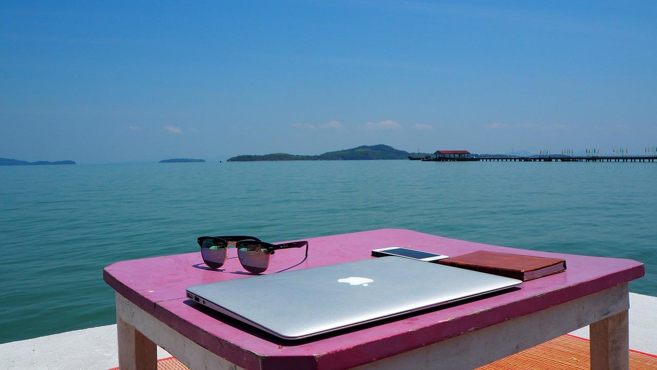 laptop more